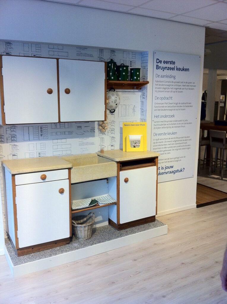Bruynzeel Keukens display over de basis van het merk: oplossen keukenvraagstukken